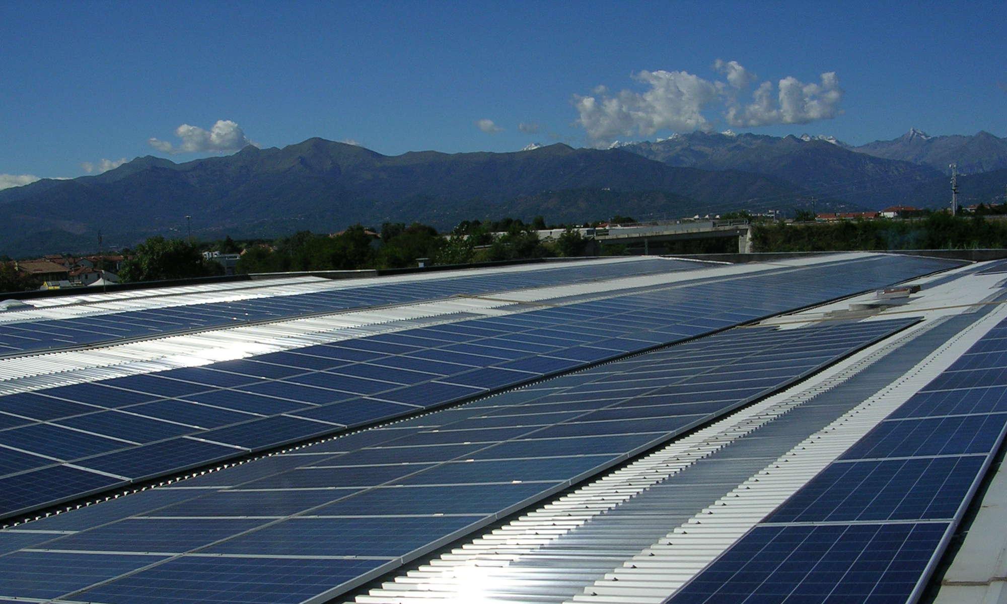 Nuova Zincorotostatica, tetto con pannelli fotovoltaici
